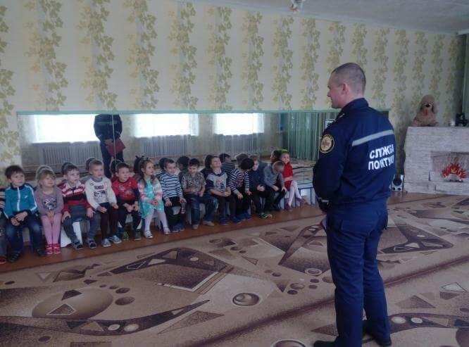 Спасатели Константиновки рассказали дошкольникам о взрывоопасных предметах
