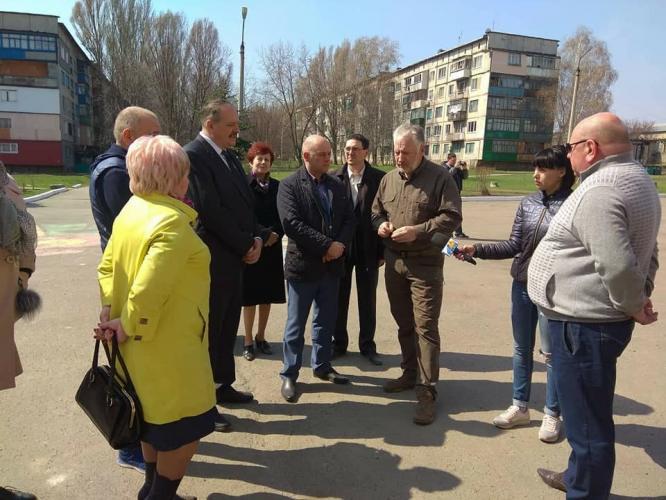 В Константиновке Павел Жебривский посетил объекты, где проводятся ремонты