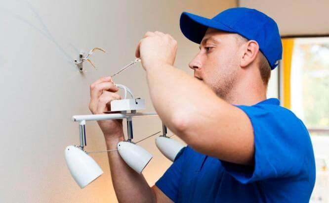 Электрик на дом – когда нужен специалист?