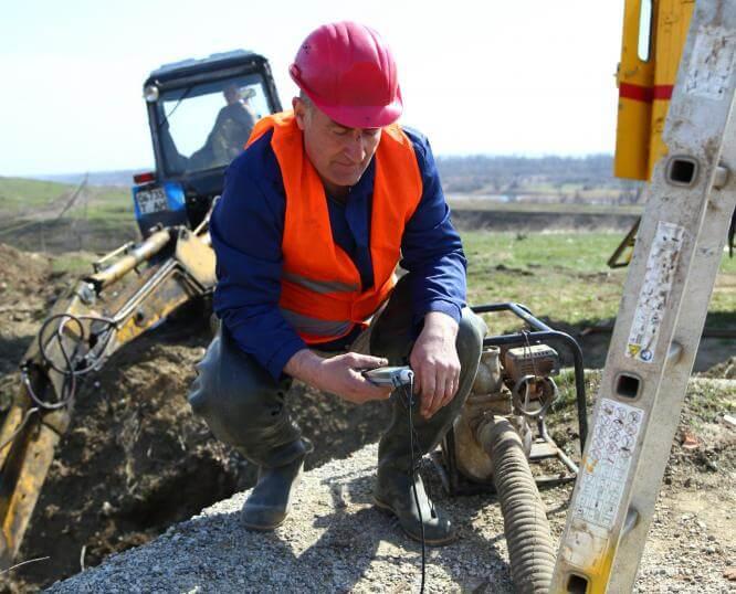 С начала мая специалисты Константиновского ПУВКХ устранили 38 порывов на водопроводных сетях