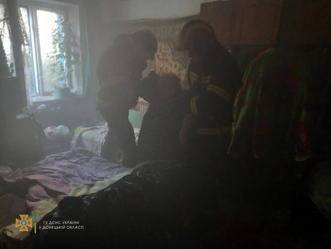 В Константиновке пожарные спасли женщину