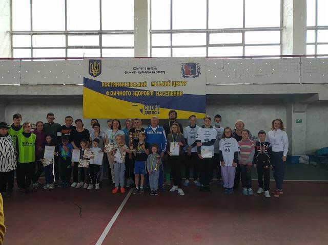 В Константиновке прошли ежегодные соревнования «Мама, папа, я - спортивная семья»
