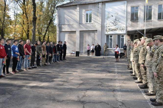В Константиновке состоялись торжественные проводы призывников в армию