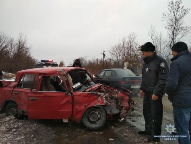 В результате аварии на трассе Бахмут-Константиновка пострадал водитель ВАЗа