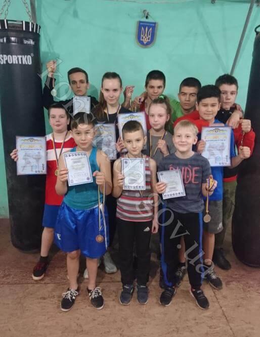 Спортсмены из Константиновки взяли 12 медалей на чемпионате области по кикбоксингу