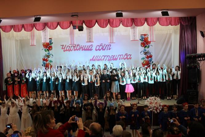 В Константиновке состоялся отчетный концерт школы искусств «Волшебный мир искусства»