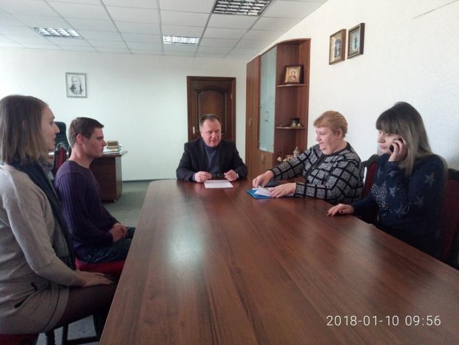 В Константиновке мэр города вручил ключи от квартир детям-сиротам
