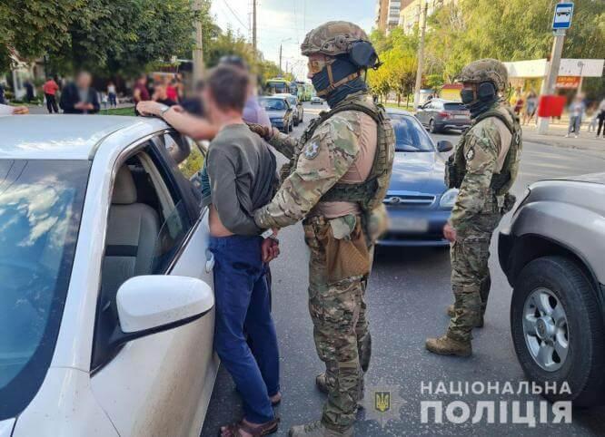 В Краматорске задержали группу лиц по подозрению в совершении краж из авто