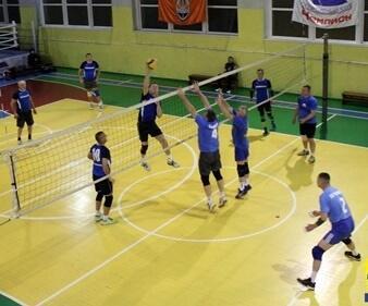 В Константиновке состоялись соревнования по волейболу среди ветеранов
