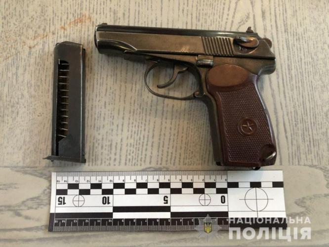 В Константиновке посетитель кафе ходил с пистолетом, похищенным боевиками в милиции
