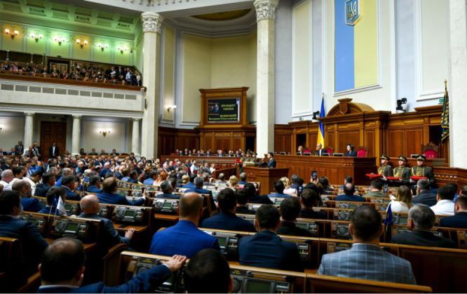 Владимир Зеленский заявил о роспуске Верховной Рады и призвал Кабмин уйти в отставку