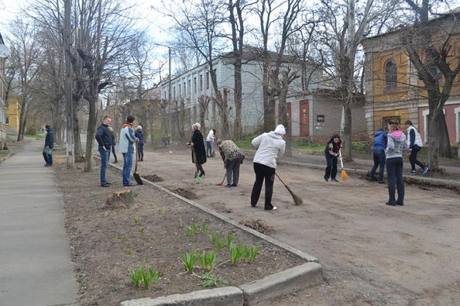 В Константиновке полицейские провели субботник