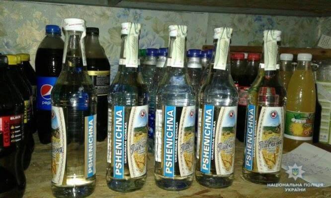 """Полиция Константиновки прекратила работу """"ларька"""" за торговлю алкоголем"""