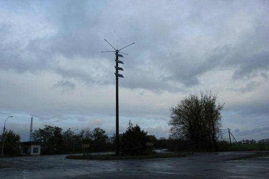 В Констаниновке установлена первая опора уличного освещения на солнечных батареях