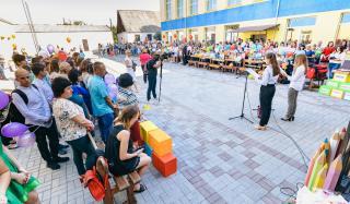 День знаний на Донбассе: торжественные линейки, подарки от хоккеистов, компьютерные классы от благотворителей