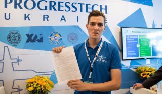 Украинцы на авиафоруме Ле Бурже 2019: студент подписал контракт с компанией Boeing