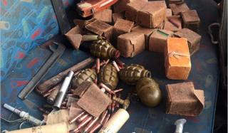 В Константиновке остановили автомобиль полный боеприпасов