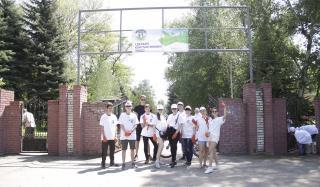 Высаженные аллеи и аккуратный парк: на Донбассе отметили День Европы субботником