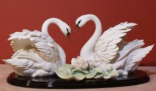 Лебеди статуэтки: отличный подарок молодоженам