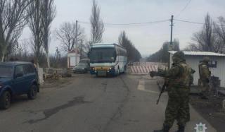 В Константиновке на блок-посту загорелся пассажирский автобус