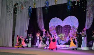 Творческие коллективы Константиновки поздравили женщин с весной