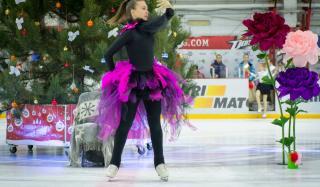Как проходит День Николая в Донецкой области: праздник на льду и 60000 подарков