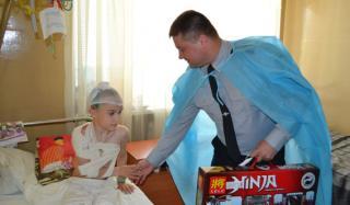Начальник Константиновской полиции посетил в больнице ребенка, попавшего в ДТП