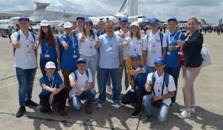 Борис Колесников со школьниками Донбасса посетил крупнейший авиасалон во Франции