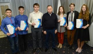 Борис Колесников наградил призеров областных школьных олимпиад Донбасса поездкой в Диснейленд
