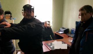 В Константиновском районе полицейскому пытались дать взятку в 70 000 гривен