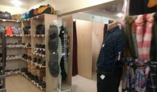 В Константиновке19-летний местный житель украл из торгового павильона куртку