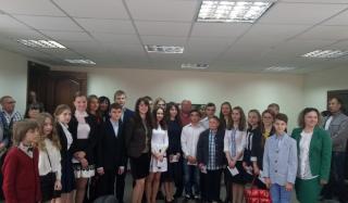 В Константинвке 20 учеников школ города получили премии от городского головы