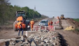 На отрезке трассы Константиновка - Мирноград возобновились ремонтные работы