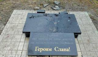 В Константиновке снова разрушили памятник погибшим бойцам АТО в сквере Афганцев