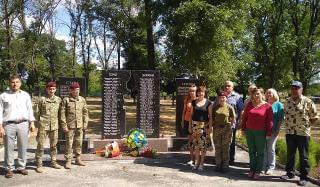 В Константиновке возложили цветы к памятному знаку погибшим участникам АТОВ Константиновке возложили цветы к памятному знаку погибшим участникам АТО